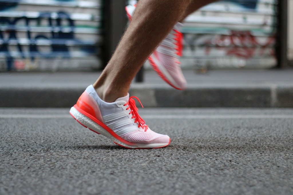 adidas running adizero boston boost Couleur White/ White/Solar Red (AQ5990)  Couleur Vapour Pink/Vapour Pink/Solar Red (AQ5993)