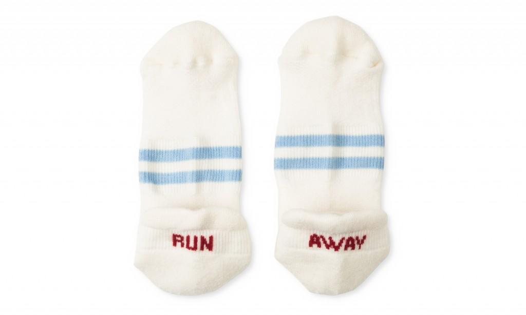 satisfy-low-socks-white-front-run-away